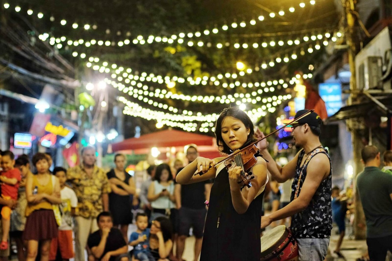 Performing arts music in walking street